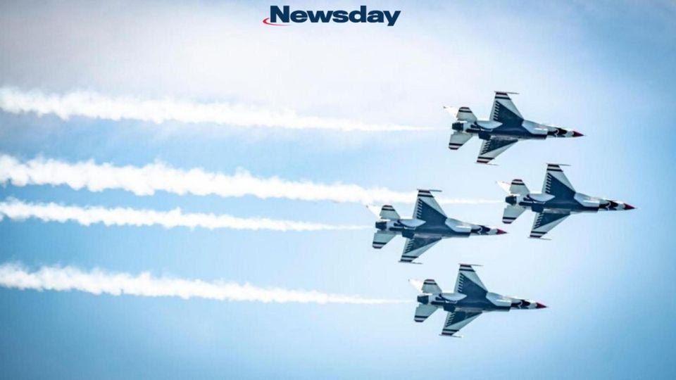 Four of the six Air Force Thunderbird F-16s