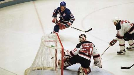 Rangers' Mark Messier puts the puck in the