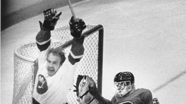 Bobby Nystrom exults after scoring goal giving Islanders