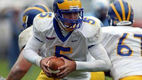 Delaware quarterback Joe Flacco looks to hand off