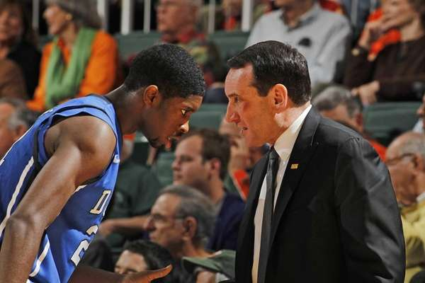 Mike Krzyzewski talks to Duke's Amile Jefferson #21