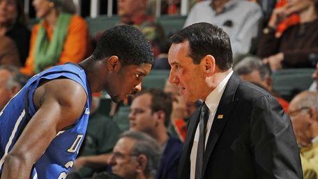 Mike Krzyzewski talks to Duke's Amile Jefferson #21