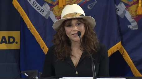 Actor Rosie Perez encouraged New Yorkers to wear