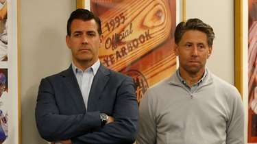 Mets general manager Brodie Van Wagenen (L) and