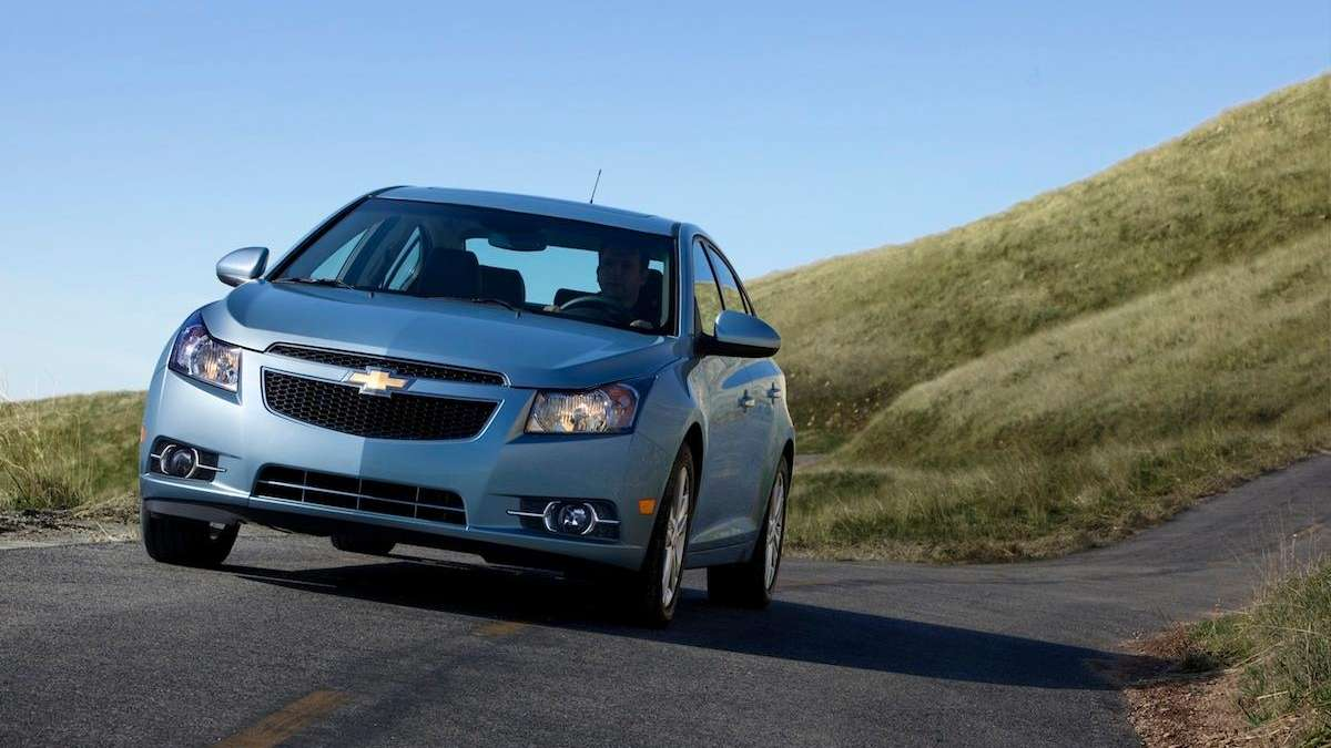 Chevrolet Cruze Owners Manual: Filling a Portable Fuel Container