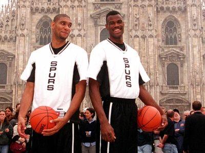 San Antonio Spurs David Robinson, right, and Tim