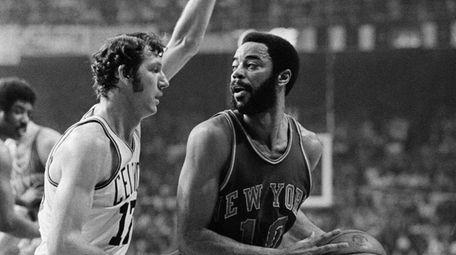 Boston Celtics' John Havlicek, left, guards the Knicks'