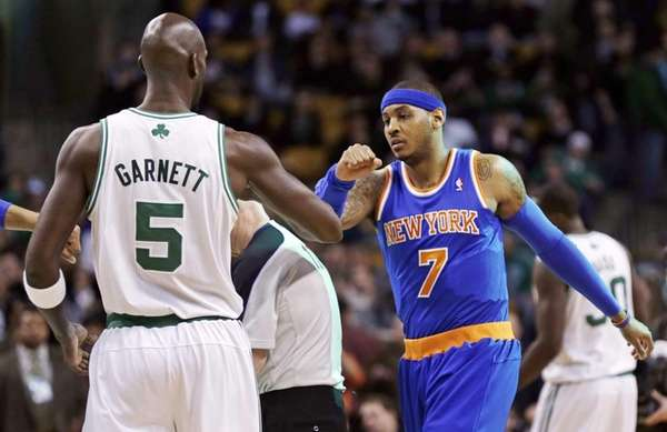 Boston Celtics forward Kevin Garnett (5) and Carmelo