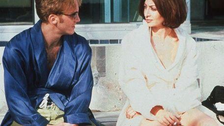 Jay Mohr and Illeana Douglas in a scene