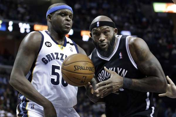Reggie Evans is pressured by Memphis Grizzlies forward