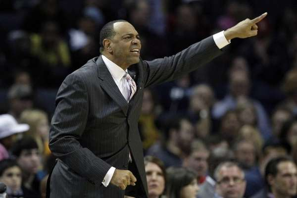 Memphis Grizzlies coach Lionel Hollins shouts during the