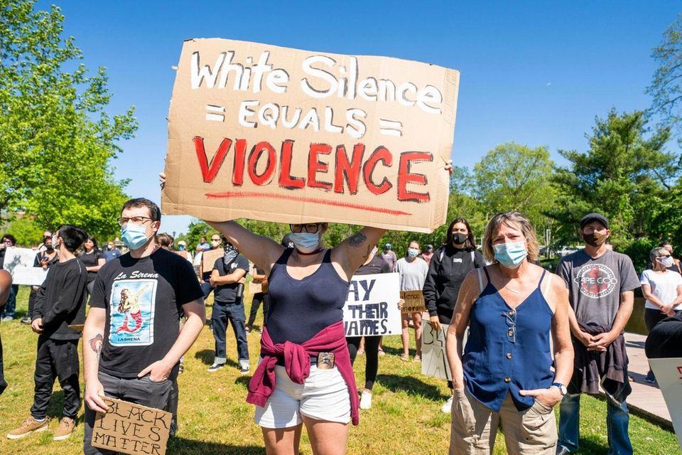 Over 300 demonstrators demanding justice for George Floyd