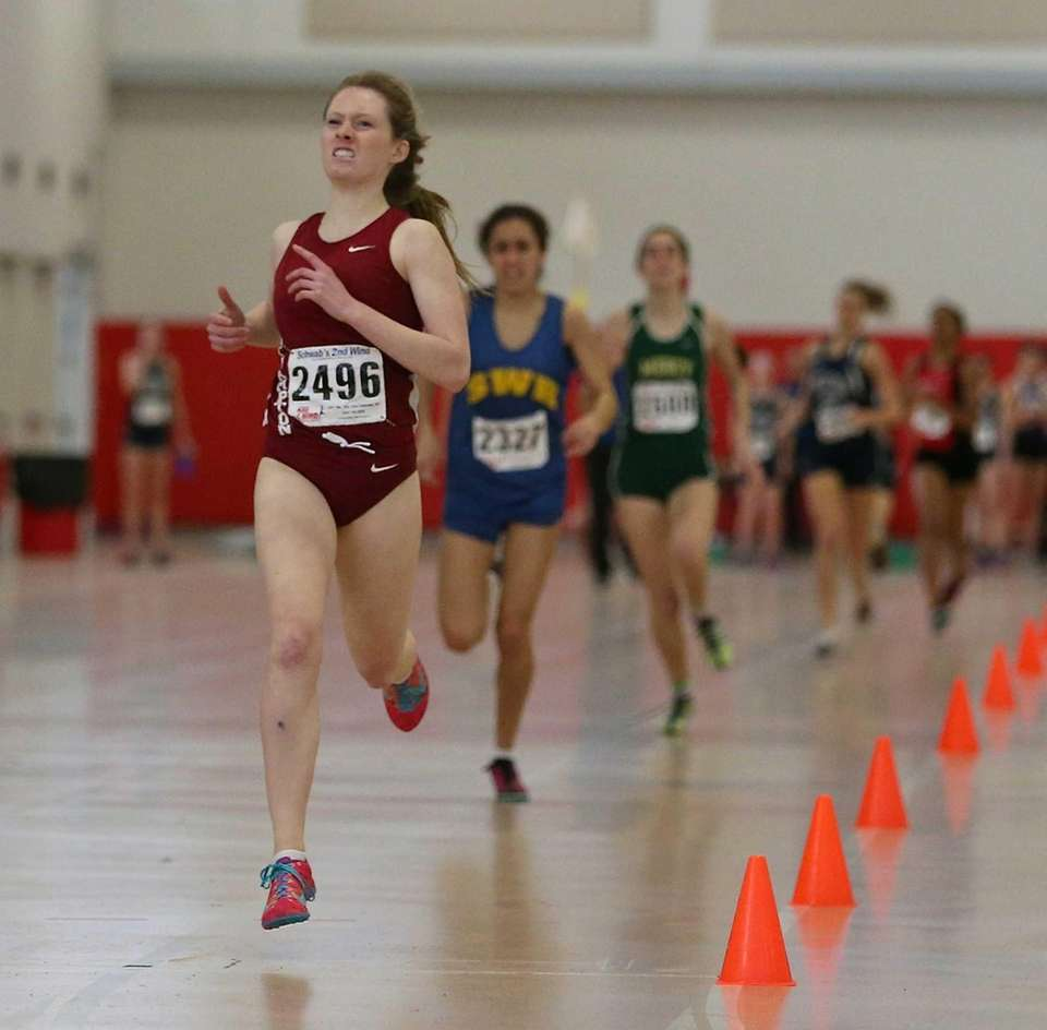 Southampton's Isabella Franz wins the 600-meter run in
