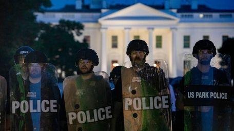 Secret Service outside the White House on Sunday
