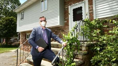 Real estate broker Kevin Collins led a Zoom