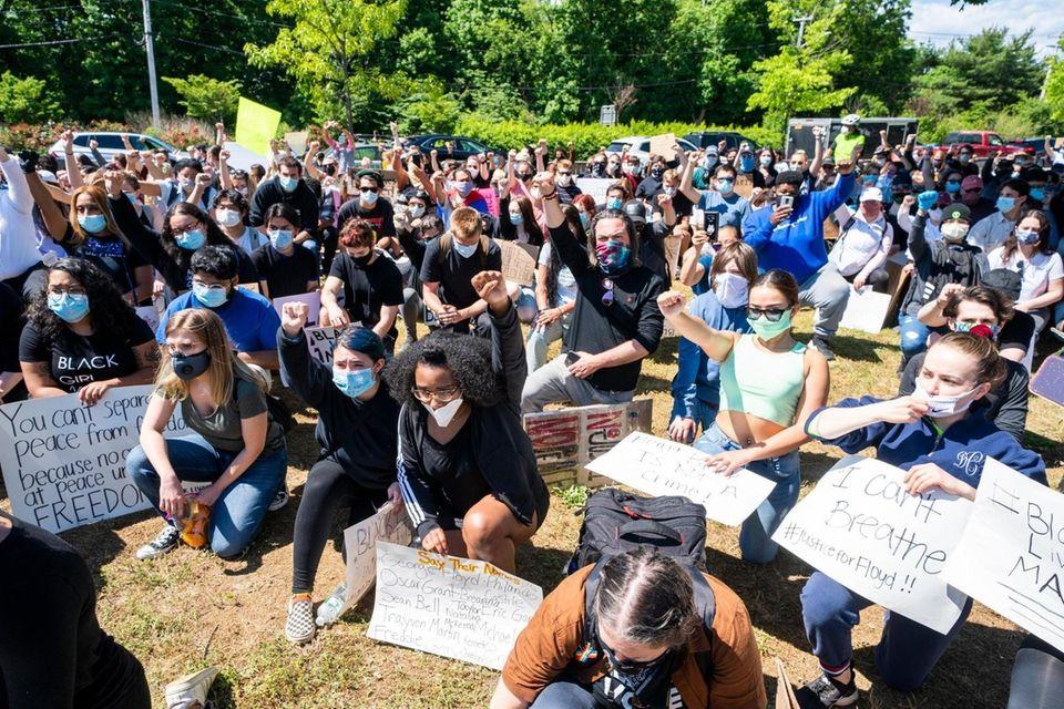 Hundreds of demonstrators take a knee demanding justice