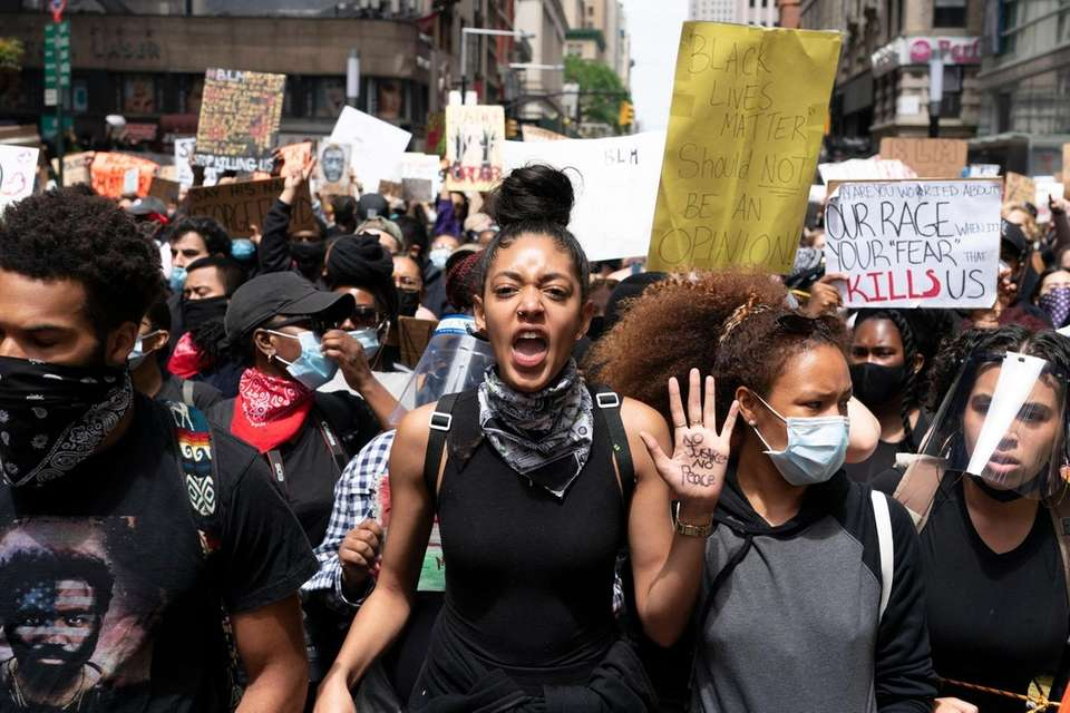 Over a thousand people march in lower Manhattan