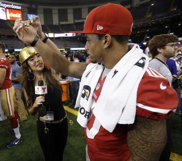 Telemundo's Mireya Grisales interviews San Francisco 49ers wide