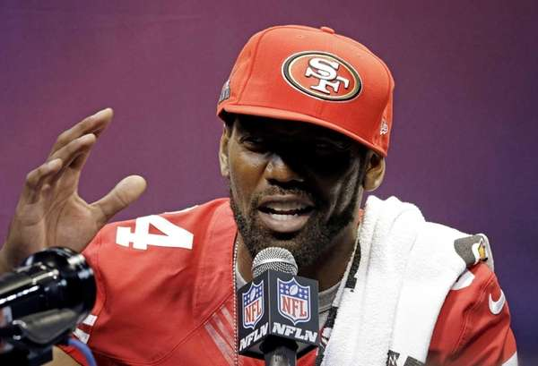 San Francisco 49ers wide receiver Randy Moss speaks