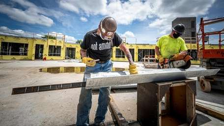 Construction workers back on the job in Glenwood