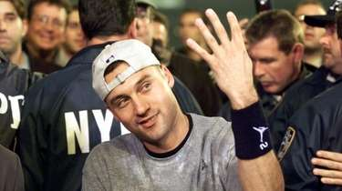 Yankees Derek Jeter holds up four fingers to