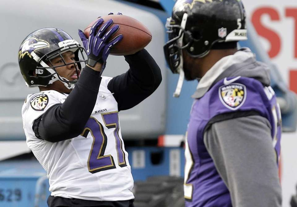 Baltimore Ravens running back Ray Rice, left, catches
