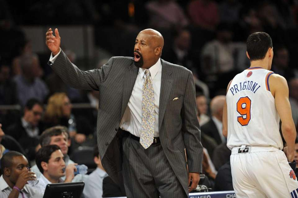 Mike Woodson yells at his team early in