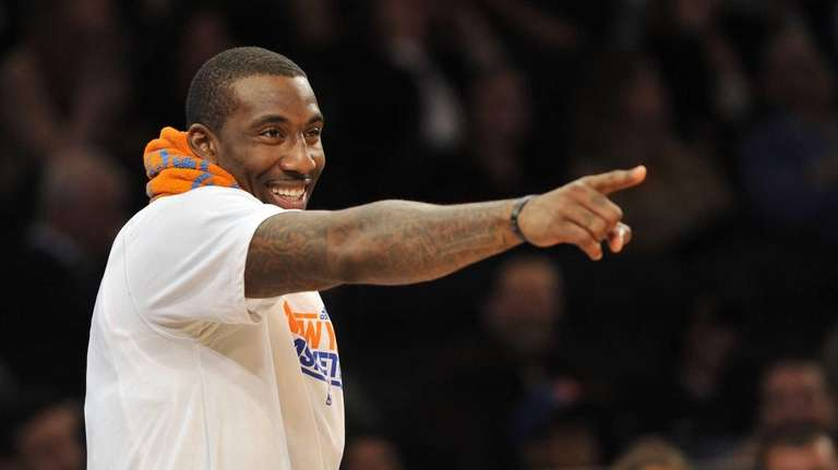 Amar'e Stoudemire points to teammate Ronnie Brewer after