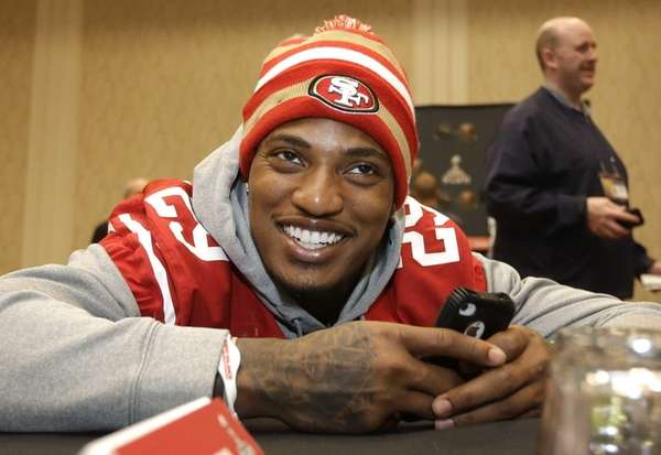 San Francisco 49ers cornerback Chris Culliver talks with