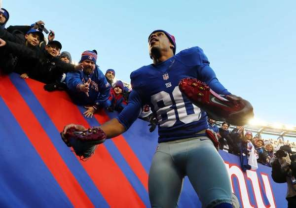 Victor Cruz takes off his shoes to give