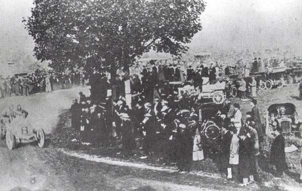 In 1904, spectators view the Vanderbilt Cup Race,
