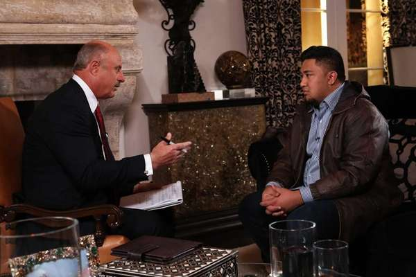 Dr. Phil McGraw, left, interviews Ronaiah Tuiasosopo --
