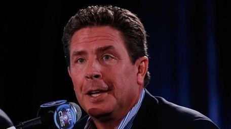 CBS Sports NFL analyst Dan Marino speaks with