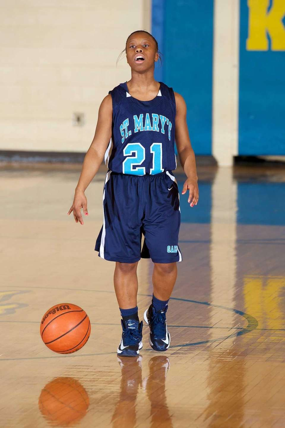 St. Marys guard Jada Quinlan (21) carries the
