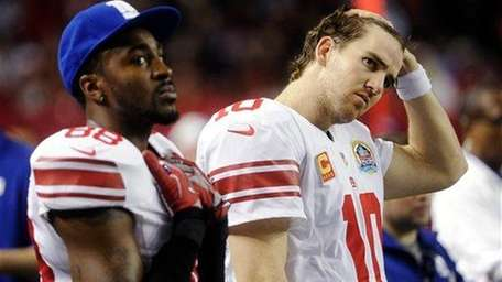 New York Giants quarterback Eli Manning, right, and