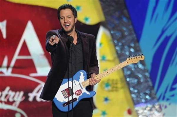 Luke Bryan kicks off his quot;Dirt Road Diariesquot;