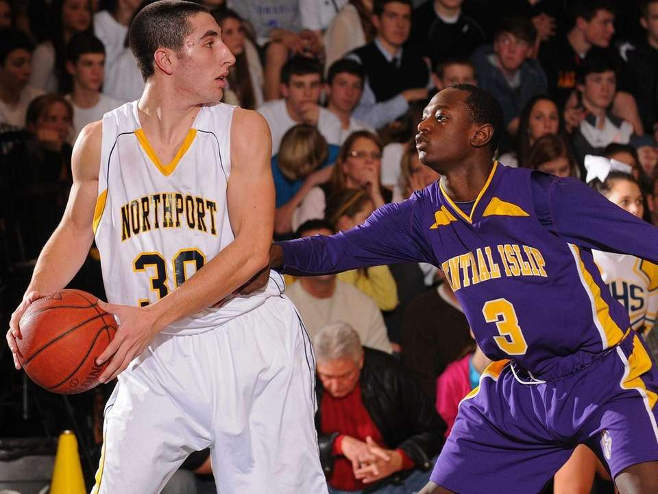 Northport's Matt Smith, left, gets pressured by Central