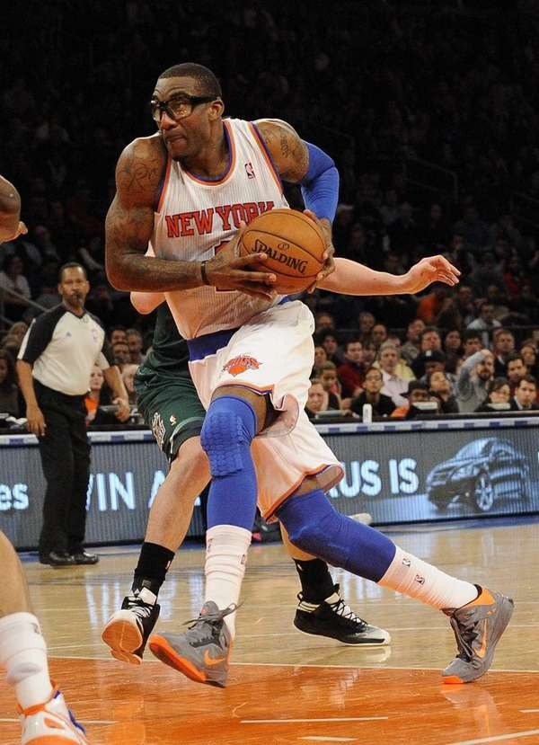 Amar'e Stoudemire drives to the basket during a