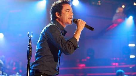 Pat Monahan of Train performs during the VH1