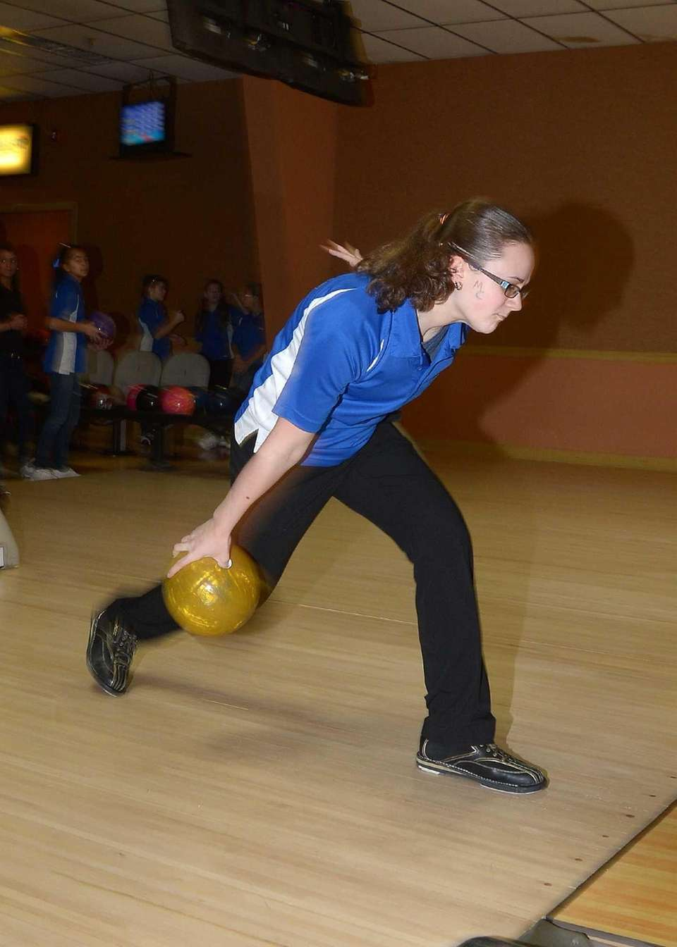 Middle Country's Kelly Skalacki releases the ball. (Feb.