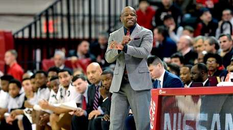 St. John's head coach Mike Anderson reacts during