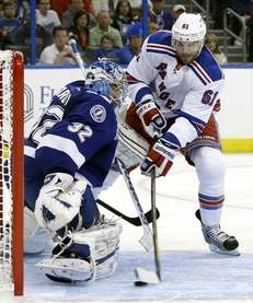 Rick Nash (61) shoots the puck past Tampa