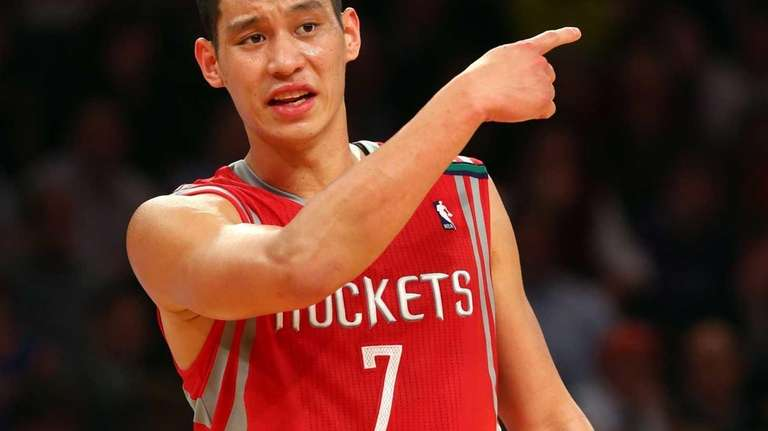 Jeremy Lin #7 of the Houston Rockets gestures