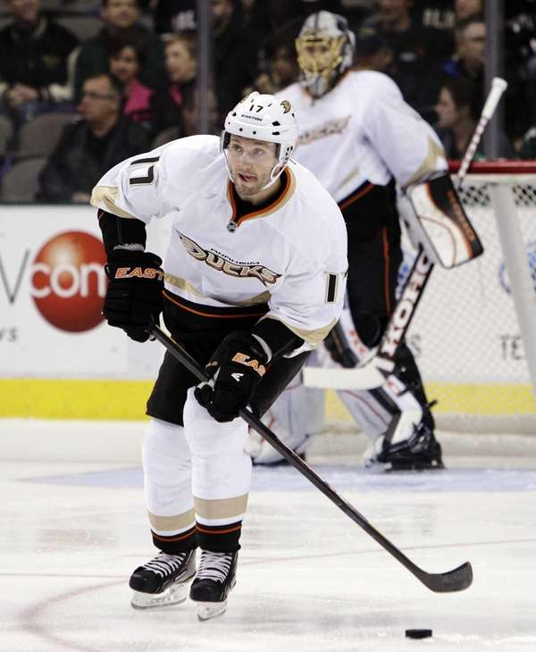 Then-Anaheim Ducks defenseman Lubomir Visnovsky (17) moves the