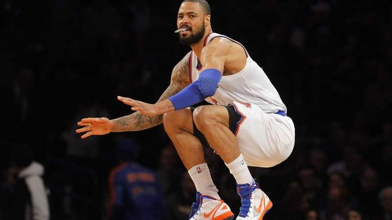Tyson Chandler prepares to play against the Detroit