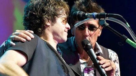 Guitarist Steve Ronsen, left, with singer Joe Salucci