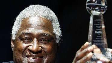 Willis Reed receives the Sixth Annual National Civil