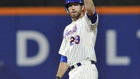 Ike Davis pumps his fist after leading off