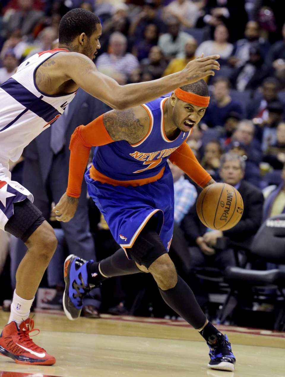 Washington Wizards forward Trevor Ariza, left, guards Carmelo