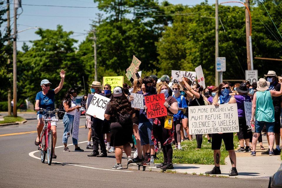 Demonstrators rally on Deer Park Road in Deer